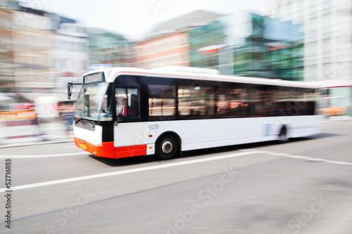 Zdjęcie XXL jazda autobusem w mieście