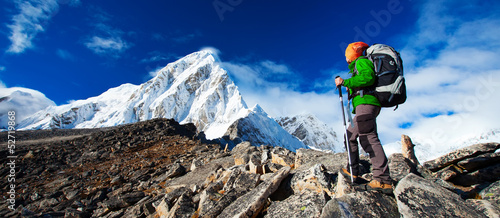 Poster Glisse hiver Hiking in Khumbu walley in Himalayas mountains