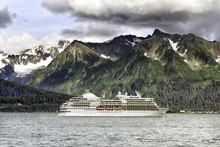 Cruise Ship Leaving Seward In ...