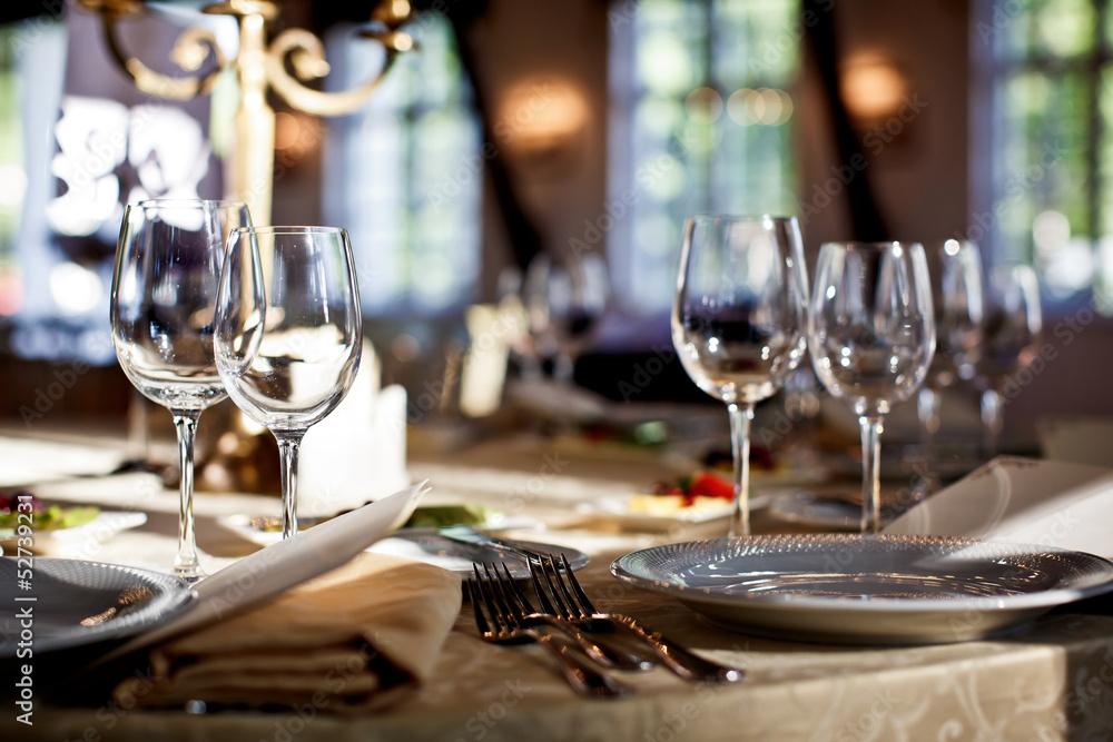 Fototapety, obrazy: Empty glasses set in restaurant