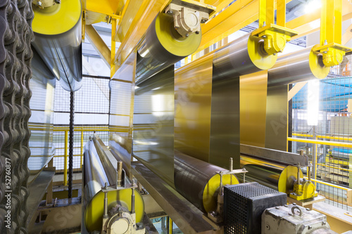 Stampa su Tela Rolls of aluminum extend on special machines of rolling mill