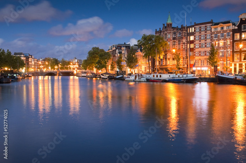 Poster Ligurie Starry night, tranquil canal scene, Amsterdam, Holland