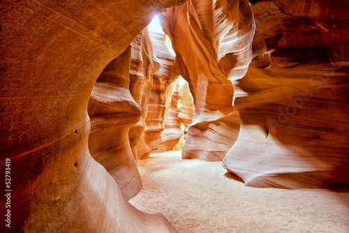 Fotobehang Canyon Antelope Canyon view with light rays