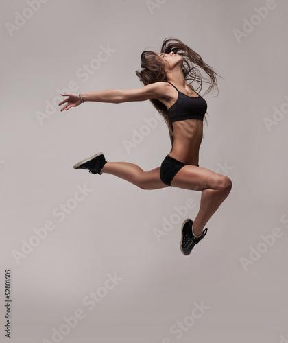 Photo  caucasian fitness woman jumping