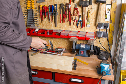Fényképezés  Heimwerker in Werkstatt