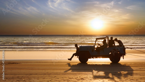 Obraz na plátně Silhouette of a car during Sunset.