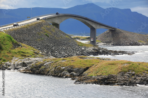 Photo sur Plexiglas Zen pierres a sable Storseisundet Bridge on the Atlantic Road in Norway