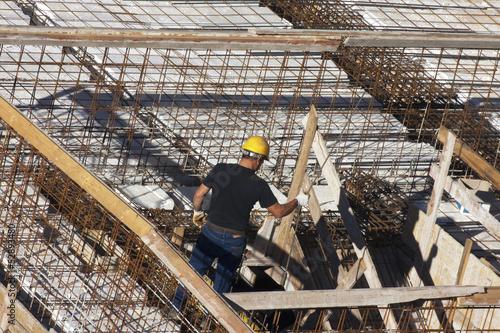 Staande foto Industrial geb. Carpenter at work on site