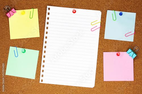 Fotografie, Obraz  Colourful blank note paper on brown corkboard