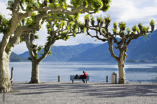 Obraz na plátně Romantic couple on a bench, Ascona, Ticino, Switzerland