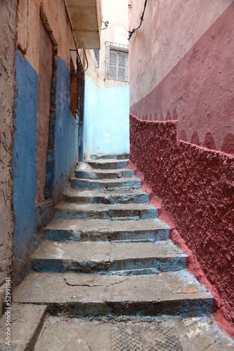 schody-w-waskiej-uliczce-medina-w-maroko