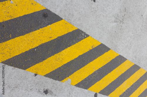 Franja antideslizante en suelo de cemento Wallpaper Mural