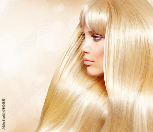 blond-wlosy-moda-dziewczyna-z-zdrowe-dlugie-gladkie-wlosy