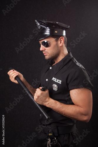 Valokuva  Policeman in sunglasses