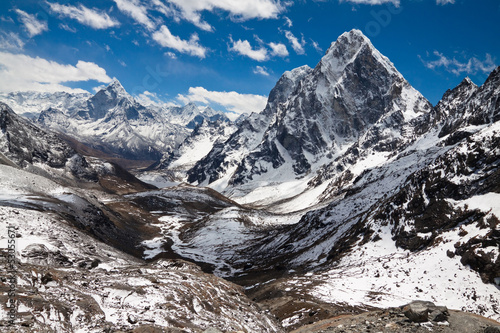 Photo  Mountains Ama Dablam, Cholatse, Tabuche Peak at the blue sky wit