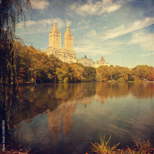 Cuadros en Lienzo Retro style image of Central park, New York, USA.