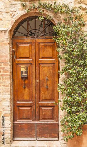 stare-drewniane-drzwi-toskania-wlochy