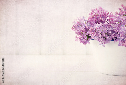Foto op Plexiglas Lilac Purple lilac spring flowers on vintage textured background