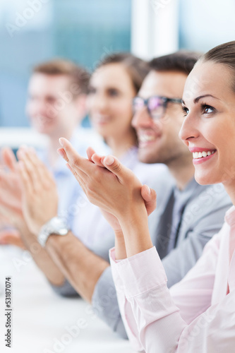 Fotografía  Business team clapping in meeting