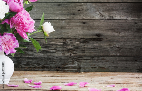 Obraz flowers on wooden background - fototapety do salonu