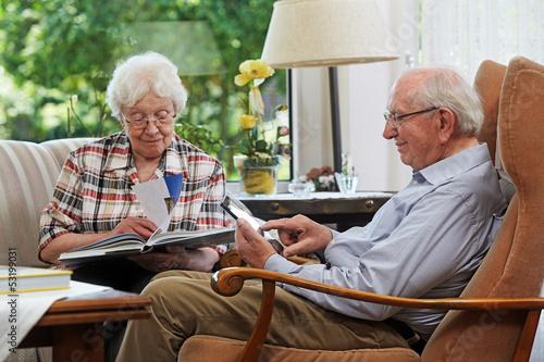 Fotografia, Obraz  Senior couple, reading