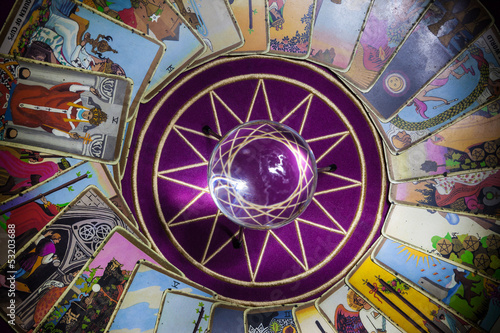 Valokuva  Tarot card reading with crystal ball.