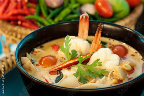 Foto  Tom Yum Goong - Thai scharfe und scharfe Suppe mit Garnelen - Thai Cuisi