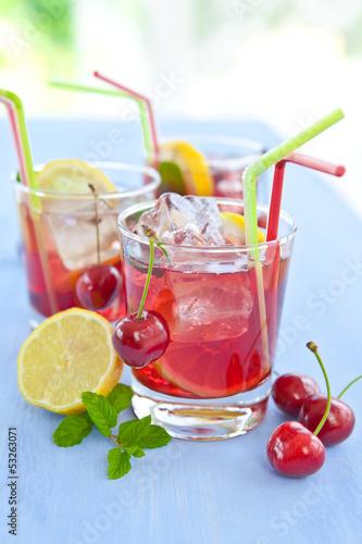 Keuken foto achterwand Sap Homemade lemonade with fresh fruits