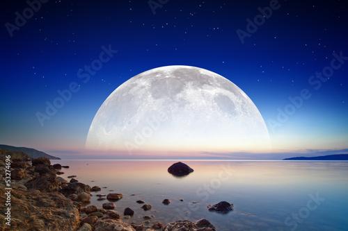 In de dag Volle maan Full moon rise