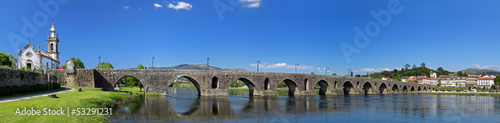 Photo sur Toile Europe du Nord Panoramic view of the old romanic bridge of Ponte de Lima