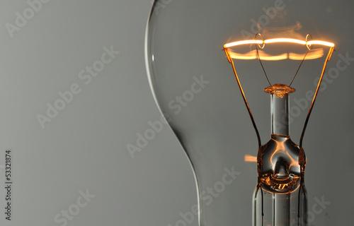 Photo  Close up glowing light bulb