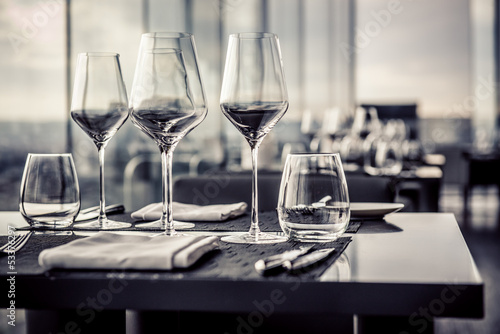 Foto op Canvas Restaurant Empty glasses in restaurant