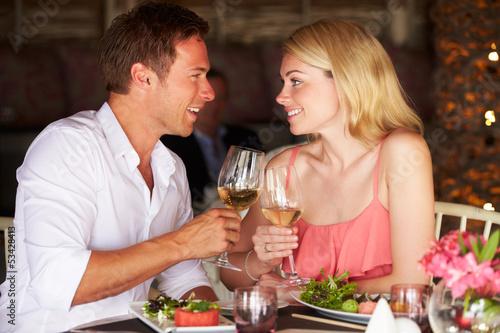Fotografia, Obraz  Couple Enjoying Meal In Restaurant