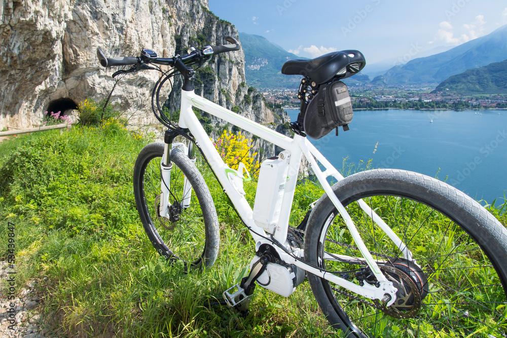 Foto-Vorhang - e-bike, pedelec, gardasee, fahrrad, mountainbike