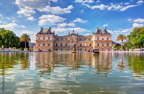 Fotografia The Luxembourg Palace in The Jardin du Luxembourg, Paris, France