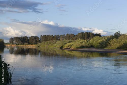Foto op Aluminium Rivier Река Вага в лучах заходящего солнца