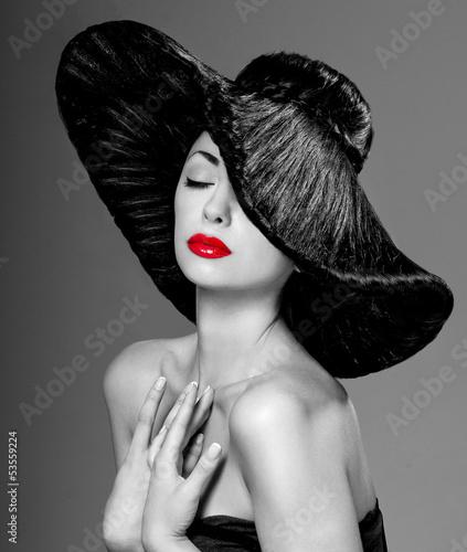 wspaniala-kobieta-w-kapeluszu