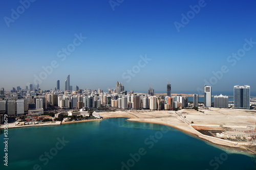 Spoed Foto op Canvas Abu Dhabi A skyline view of Abu Dhabi, UAE's capital city