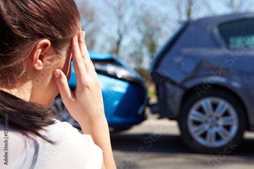 Carta da parati  Stressed Driver Sitting At Roadside After Traffic Accident