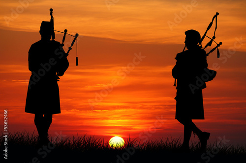 Fotografia pipers at sunset