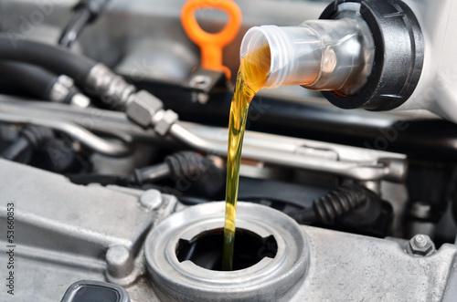 Fotografía  Motor oil, car engine close up