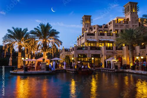 Fotomural  DUBAI, UAE - NOVEMBER 15: View of the  Souk Madinat Jumeirah