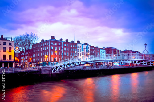 Photo  Dublin Ireland at dusk with waterfront and Ha'penny Bridge