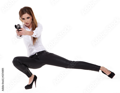 Photo  young beauty woman holding handgun