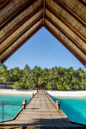 molo-na-tropikalna-plaze