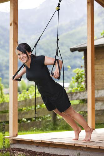 Αφίσα  Outdoor trainieren mit Schlingen