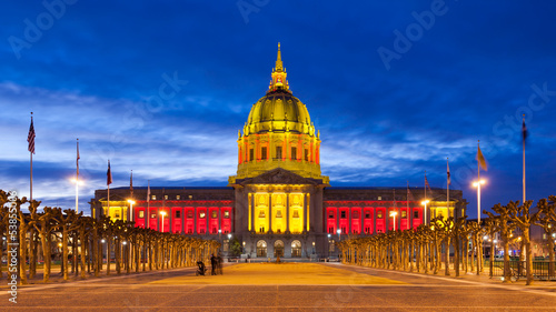 Photo San Franicisco City Hall in Red and Gold