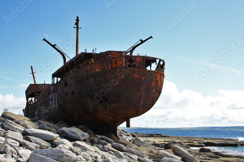Poster Naufrage Shipwreck boat in Inisheer, Aran Islands