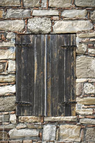 stare-drewniane-okno