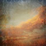 Rocznika tło z chmurami na niebie - 53912459